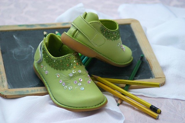 childrens-shoes-1035488_640